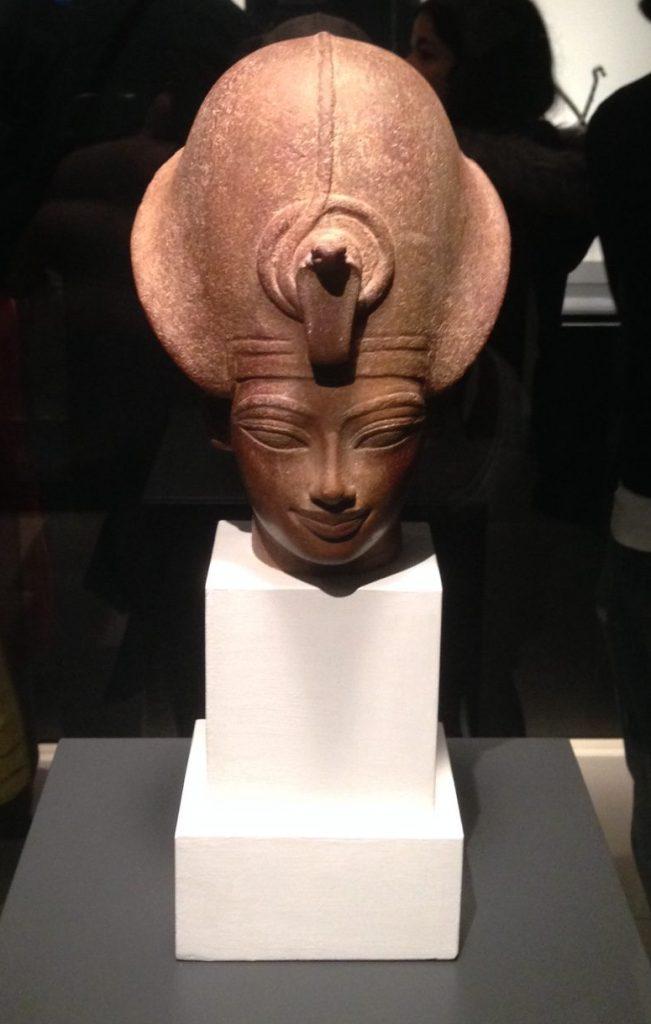 Cabeza de Amenhotep III en exposición en Caixa Forum