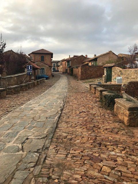 Entrada al pueblo de Castrillo de los Polvazares