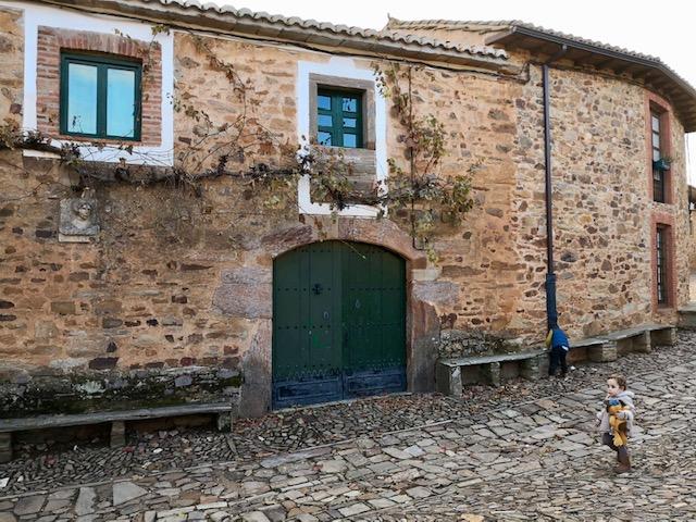 Casa con busto de Concha Espina