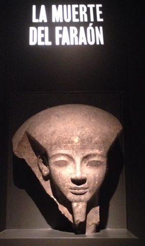 Fragmento de Sarcófago Faraón Rameses VI en exposición en Caixa Forum