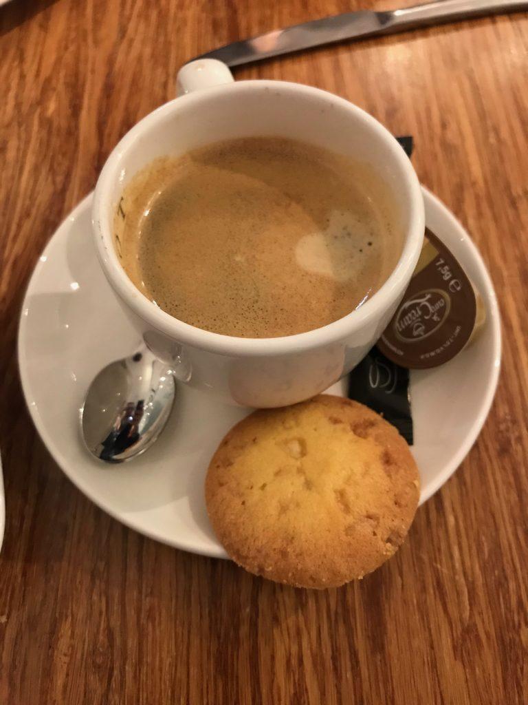 Cafe en la pastelería Kuyt Amsterdam