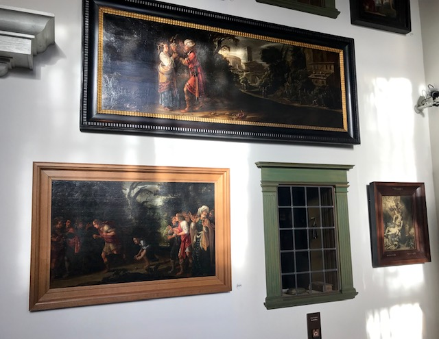 Entrada Casa de Rembrandt donde hay expuestos cuadros de otros artistas.
