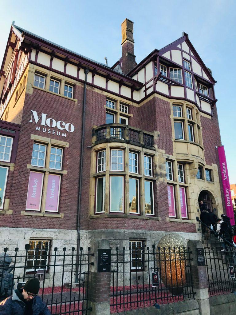 Fachada Museo Moco en Amsterdam