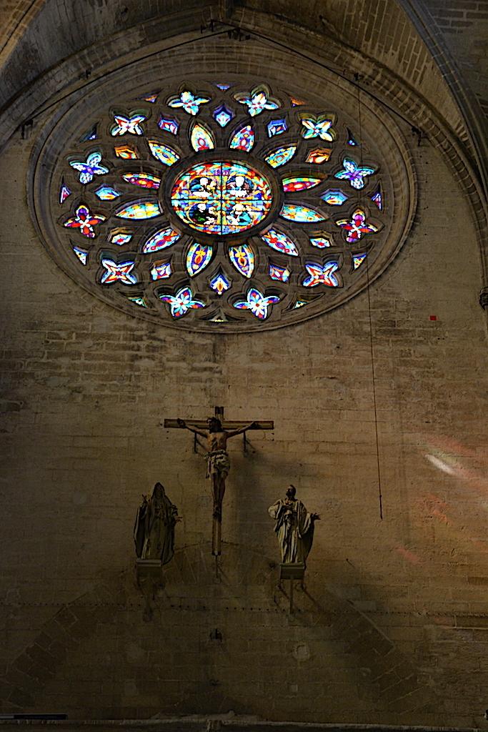 Vidriera y La Cruz en Catedral Sevilla