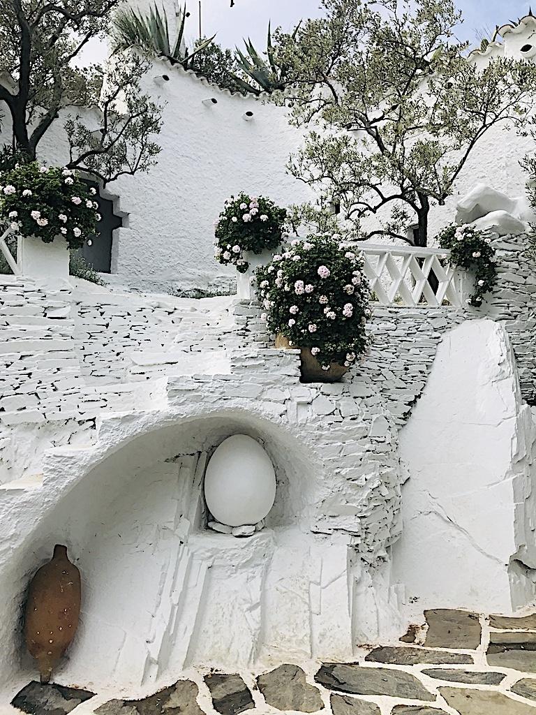 Detalle piscina huevo Dalí Cadaqués y Portlligat